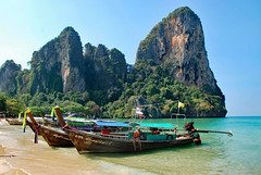 DSC_0034 (Tartarin2009) Tags: travel thaïland nikon d80 westrailaybeach boat sea beach vividstriking
