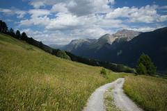 mirveglius Engiadina Bassa (Toni_V) Tags: m2404582 rangefinder digitalrangefinder messsucher leicam leica mp typ240 28mm elmaritm12828asph hiking wanderung randonnée escursione scuoltarasp alps alpen graubünden grisons grischun unterengadin engiadinabassa switzerland schweiz suisse svizzera svizra europe engadin landscape landschaft mountains summer sommer clouds wolken ©toniv 2017 170708