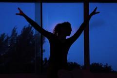 Playing with the moon (alestaleiro) Tags: moon cielo azul blue lua luna fullmoon sky celo céu estaleiro eliana musa silouhette silueta woman figura dance room view female mujer frau donna girl alestaleiro openarms danza perfil