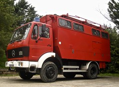 1976-1984 MERCEDES-BENZ LP 1013 Fire-engine/Motorhome (ClassicsOnTheStreet) Tags: bev9510h mercedesbenz lp 1013 fireengine motorhome 19761984 mercedes benz daimlerbenz lpseries lp1013 brandweer firebrigade pompiers commandotruck feuerwehr truck lorry vrachtwagen camion kamion lastbil poidslourds autocaravansas kampeerwagen camper campingcar mobilehome wohnmobil reisemobil 6cylinder 6cilinder 70s 1970s 80s 1980s coe classic klassieker youngtimer veteran gespot spotted carspot carpark camperplek santjoandelesabadesses girona passeigdelestació sp spain spanje españa 2017 straatfoto streetphoto streetview strassenszene straatbeeld classicsonthestreet hkennzeichen berlin redcar rood red rouge rosso roja rot kögelaufbau kögel