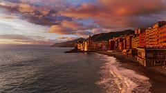 Gold Camogli (Enrico Cusinatti) Tags: camogli liguria italia italy mare sea nuvole clouds tramonto sunset enricocusinatti case colori sky