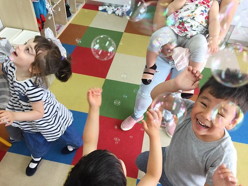 Bubble fun at Star Kids International Preschool, Tokyo. #starkids #international #preschool #school #children #kids #kinder #kindergarten #daycare #fun #shibakoen #minatoku #tokyo #japan #instakids #instagood #twitter #子供 #幼稚園 #保育園 #スターキッズ #インターナショナル #プレー