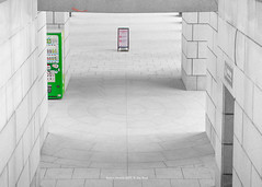 a view (gwnam.2008) Tags: yongsan seoul korea southkorea colorselection bw blackandwhite monochrome corridor green greencolor wall warmemorial museum