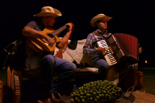 brazil-pantanal-caiman-lodge-traditional-pantanal-musicians-copyright-thomas-power-pura-aventura