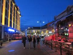 Fab four: two couples at Kungstorget, July dusk, Gothenburg, Sweden (Paul McClure DC) Tags: gothenburg göteborg sweden sverige july2015 architecture historic