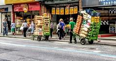 técnica (luyunes) Tags: rua trabalhador trabalho legumes verdura comercioderua comercio homem força motoz luciayunes