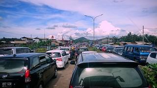 Lingkar Selatan, Cilegon, Banten. . . (situasi Lingkar Selatan, Salah Satu Jalan Masuk ke Wisata Pantai Anyer, Macet Total. Sistem Satu arah mulai di kerahkan!) #repost Photo by : @iqbalrifqi777 . .  #cilegon #anyer #serang #banten #eksplorebanten #macet