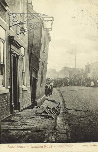 Subsidence affecting the old Bridge Inn, 9 London Road - 1904