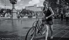 2329   Escena callejera (Ricard Gabarrús) Tags: bicicleta mujer escenacallejera street blancoynegro olympus ricgaba paseo ricardgabarrus