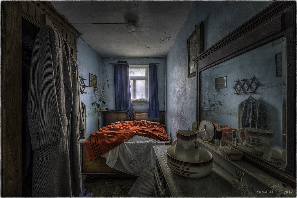 The world 39 s best photos of abandoned and bedroom flickr for Chambre 13 paranormal