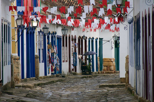 brazil-paraty-street-colonial-town-flags-overhead-copyright-pura-aventura-thomas-power