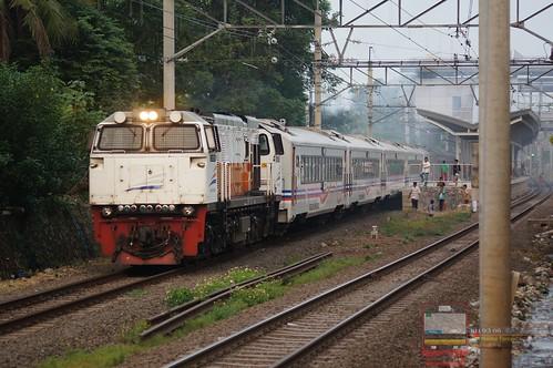 CC 206 Hauling Argo Parahyangan; Bulak Kapal/East Bekasi