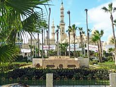 Égypte, dans la ville d'Alexandrie et la grande Mosquée El-Mursi Abul-Abbas (Roger-11-Narbonne) Tags: égypte alexandrie mer mosquée port ville