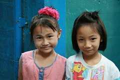 pretty friends (the foreign photographer - ฝรั่งถ่) Tags: two girls children pretty friends khlong thanon portraits bangkhen bangkok thailand canon kiss