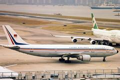 B-1800, Airbus A300B4-622R, China airlines. november 1996 (Freek Blokzijl) Tags: hongkong kaitak chinaairlines dynasty vhhh departure rwy13 history aviation planespotting airport platform airbusa300 lineup minolta