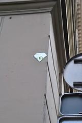 Diamantaire (emilyD98) Tags: diamant street art paris insolite mur wall collage le diamantaire parisien pochoir stencil miroir graffiti urban exploration city ville installation