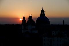Tramonto (sunset) (pjarc) Tags: europe europa italy italia venice venezia tramonto sunset 2017 foto photo colori colors digital nikon dx silhouette