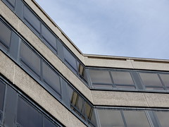 shallow angle (cleanskies) Tags: concretebrut brutalistoxford countyhall