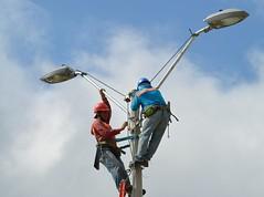 CNEL realizará mantenimiento en Avenida Carlos Alberto Aray #Chone (GadChoneEC) Tags: mantenimiento avenidacarlosalbertoaray chone eléctrico cnel postes