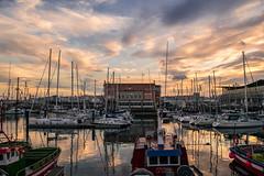 A Coruña, Galicia (The Pumpkin Theory) Tags: coruña coruna galicia mar sea boats barcos botes puerto harbor sky cielo sunset twilight crepusculo atardecer puestadesol ngc reflejo reflection