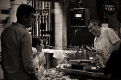 happy carnivores (Dirty Thumper) Tags: sonyphotographing sony alpha a7 a7ii ilcea7m2 ilce mirrorless minolta md 135mm prime legacy vintage manual tele telephoto mf bw monochrome travel city street candid barcelona catalonia catalunya cataluña spain market
