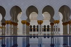 IMGP6455 (Claudio e Lucia Images around the world) Tags: abudhabi abu dhabi sheikhzayedgrandmosque sheikh zayed grand mosque marble architecture muslin