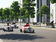 Berlin (ingrid eulenfan) Tags: berlin strasse zentrum city fahrzeug auto automobil minihotrods seifenkisten tour three