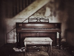 ghost notes...(moonlight and roses house) (Aces & Eights Photography) Tags: abandoned abandonment decay ruraldecay oldhouse abandonedhouse piano oldpiano ghostnotes