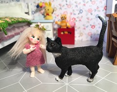 For a while little ms Pinky Rose worried that Tom might eat her, but now he has discovered her talent for finding that itch. (steen76) Tags: miniature schleich nanofairy bjd bluefairy