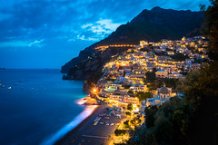 Golden glow of Positano at blue hour.jpg (Darren Berg) Tags: positano italy town lights blue hour bluehour golden glow longexposure beach sand wave waves terrace lightflare flare flares flat house flats cliffs mountain sea