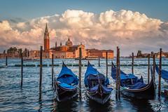Venedig_MG_9445 (Svenja Kalus) Tags: basilica sangiorgiomaggiore sonnenuntergang sunset gondel gondola venice venezia warm sommer urlaub blau orange blue