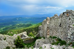Крепост Устра и прииждащия дъжд