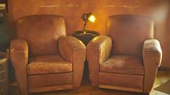 2 seats (Caropaulus) Tags: vintage rokkor minolta alpha7 old armchair leather cuir brun brown