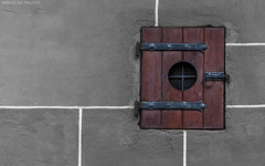 Castle-flap / Castle lock ventilation? (KF-Photo) Tags: adaptivewideangel belüftung beschläge colorkey hohentübingen klappe linien scharniere schloss spannungspunkt tübingen castle