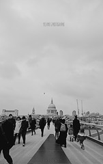 London Bridge (Mélanie's art) Tags: londres london city ville pont bridge blackandwhite noiretblanc perspective canon 7d people touriste tourist