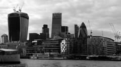 Londres bn_0060 (Joanbrebo) Tags: london cityscape rio river riu thames arquitectura edificios edificis buildings blancoynegro blackwhite monochrome canoneos70d eosd efs18135mmf3556is autofocus