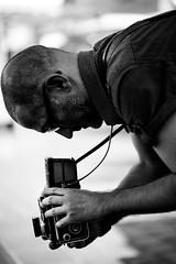 Rolleiflex (AlphaAndi) Tags: mono monochrome urban people portrait leute menschen menschenbilder trier tiefenschärfe dof sony zeiss face gesicht nahaufnahme coloseup