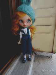 Apolline in lovely blue Teal pants, I love so much this color !