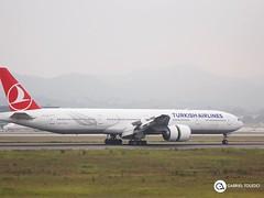 TC-JJF - Boeing 777-300 2 (gatoleedo) Tags: aviation photography spotting avião de passageiros airport jato