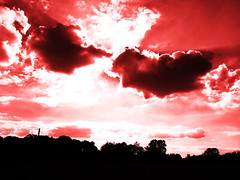 Le choc des Titans (François Tomasi) Tags: clouds cloud sunset sunrise lights light yahoo google flickr françoistomasi reflex nikon nuages nuage soleil sun photo photography photographie photoshop lumière red rouge indreetloire touraine france europe pointdevue pointofview sky juillet 2017 couleurs couleur colors color contraste filtre pov composition sombre dark arbres arbre trees tree