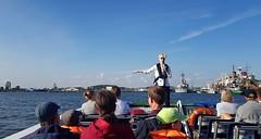 Look here (blondinrikard) Tags: tourboat tourguide guidedtour paddan sightseeingboat sightseeing göteborg