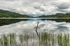 J14 - Loch Achray (Darth Jipsu) Tags: loch cloudy scotland lochachray highlands argyll nationalpark trossachs landscape lochlomond nature water reflect naturalpark royaumeuni gb