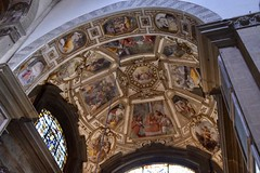 Santa Maria Novella, Florence (Eniram Cerf) Tags: painting art belief croyance foi religion catholique catholic faith light gold colors italie italy europe tuscany toscane firenze florence iglesia church santamarianovella arcades voûte