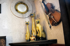 "Characters of the pub ""Cat and Fiddle"" (Caulker) Tags: cats sculptures violin fiddle pub radlett herts 19072017"