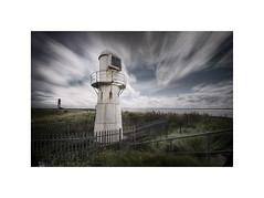 Paull Lighthouses LE (Furious Zeppelin) Tags: ©furiouszeppelin ©fz nikon d80 paull lighthouses humber river east yorkshire le long exposure clouds