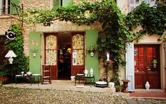 La Provenza ... (Augusta Onida) Tags: faïences ceramiche bottega shop francia france provenza provence moustierssaintemarie