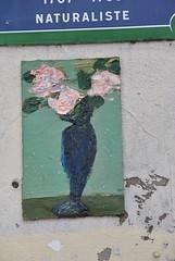 Anonyme (emilyD98) Tags: street art insolite rue mur wall urban exploration paris artiste anonyme collage peinture dessin fleurs flowers city ville