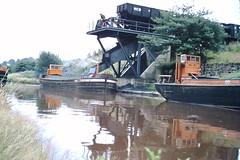 British Oak Staithe (ee20213) Tags: britishoakcolliery barges calderandhebblenavigation staithe hargreaves ncb freighttrain freightonly