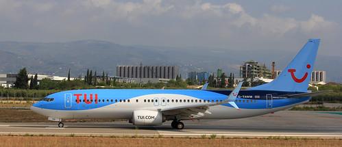 TUI Airlines UK / Boeing 737-8K5 / G-TAWN