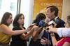 Nuestro portavoz, Rafael Hernando, atendiendo a los medios